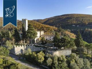 Antico castello in vendita in Toscana Image 3