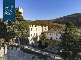 Antico castello in vendita in Toscana Image 9