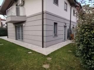 Foto - Villa a schiera via Silvio Pellico, Centro, Caronno Pertusella
