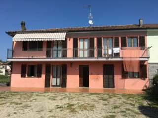 Foto - Quadrilocale frazione Quarto Inferiore 32, Quarto - Valenzani, Asti