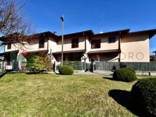 Photo - Terraced house 3 rooms, Centro, Carugo