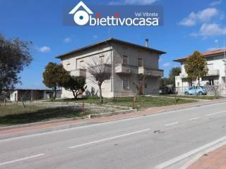 Foto - Villa unifamiliare Strada Comunale del Colle, Corropoli
