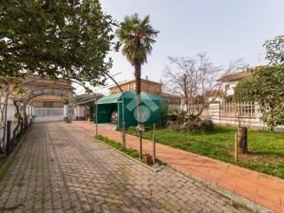 Foto - Villa a schiera via Friuli 1, Centro, Lainate
