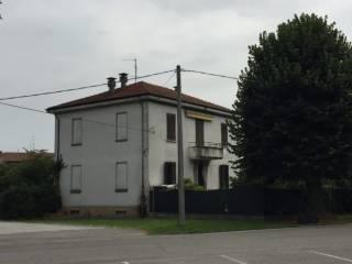 Foto - Villa plurifamiliare viale Stazione 1, Castelvetro Piacentino