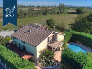 Villa con piscina in vendita in provincia di Pavia Image 1