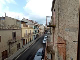 Photo - Maison à étage individuelle corso Vittorio Emanuele 179-181-205-207, Nissoria