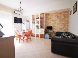 Foto - Trilocale via A Manzoni 15, Centro, Mapello