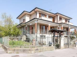 Foto - Villa a schiera via Roggia Nuova 10, Vigano, Gaggiano