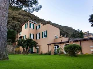 Foto - Villa unifamiliare via Caprazoppa 24, Centro, Finale Ligure