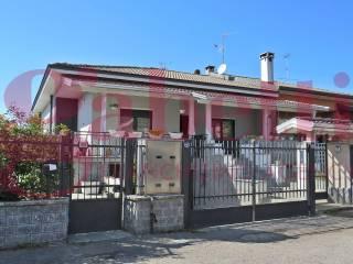 Foto - Villa bifamiliare via Rubicone, Centro, Lainate