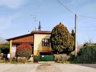 Foto - Terratetto unifamiliare Strada Abetone Brennero Est 61bis, Centro, Ostiglia
