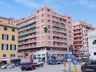 Foto - Trilocale corso Monte Grappa 1, Manin, Genova