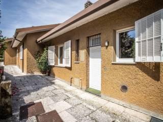 Foto - Villa a schiera via Enrico Fermi 355-9, Bregano