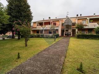 Foto - Trilocale via grazia deledda 5, Centro, Collecchio