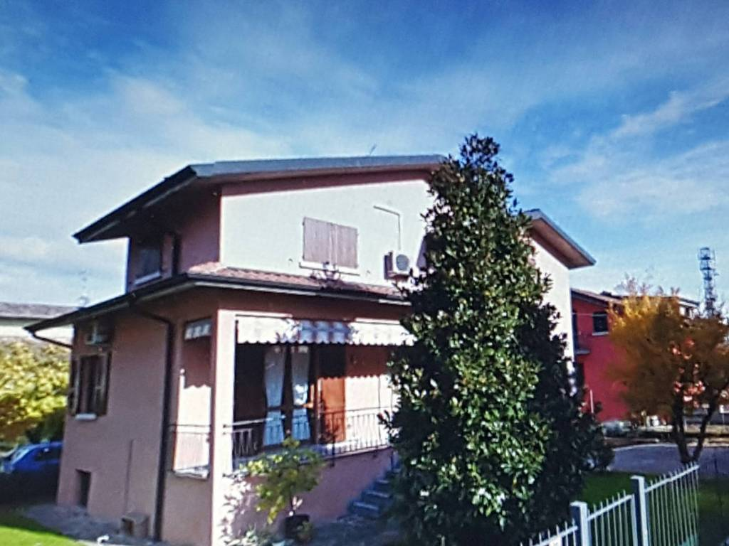 foto  Single family villa via Piave 31, Pontirolo Nuovo