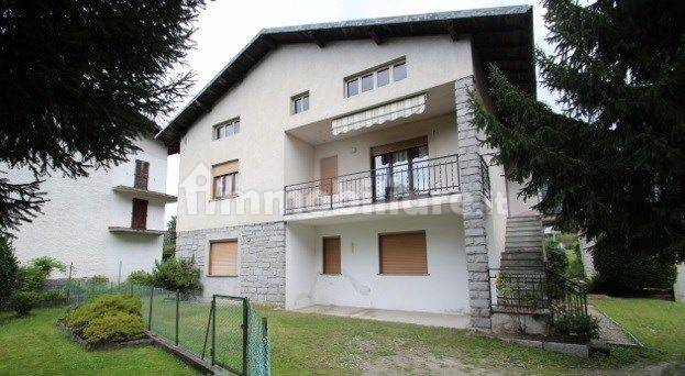 foto  Single-family townhouse Strada Statale del Lago di Como e dello Spluga, Novate Mezzola