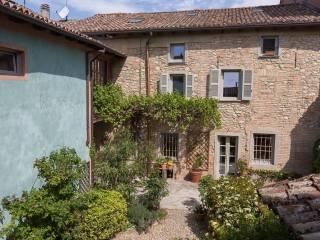 Photo - Historic residence via Cinque Martiri, Carezzano