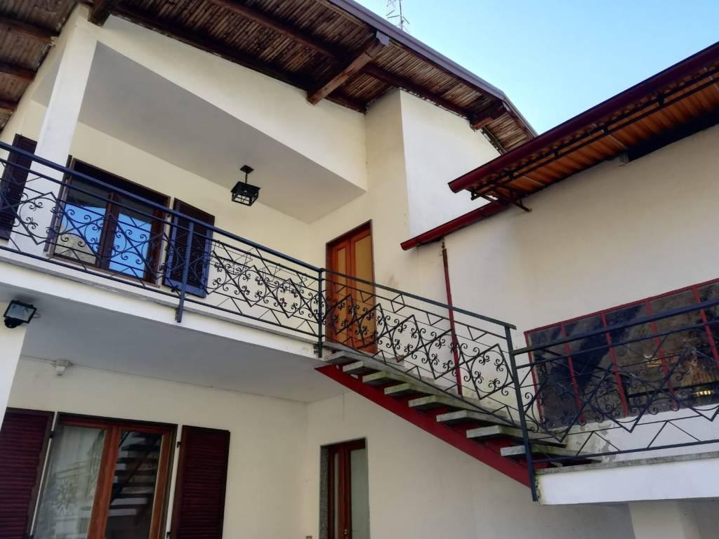 foto  Villa bifamiliare via Repubblica dell'Ossola 1, Mergozzo