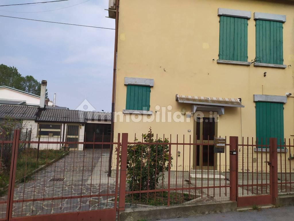 foto  Two-family villa via Cesare Battisti, Roncoferraro