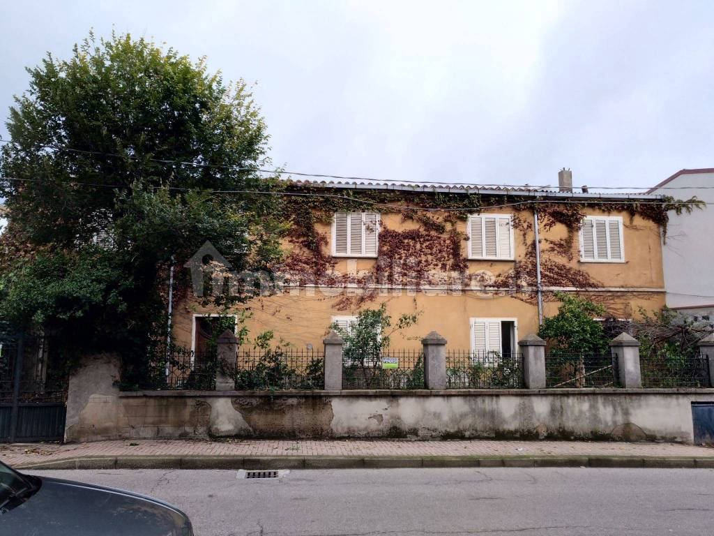 foto  Βίλα για περισσότερες οικογένειες via Toscana 36, Macomer