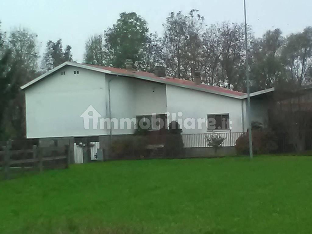 foto  Single family villa via Ivrea 38, Fiorano Canavese