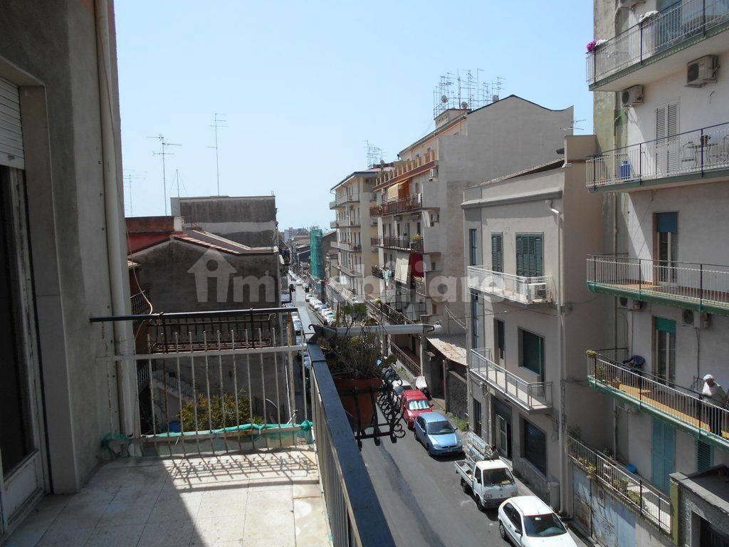 foto  4-room flat via Gaetano Donizetti 122, Catania