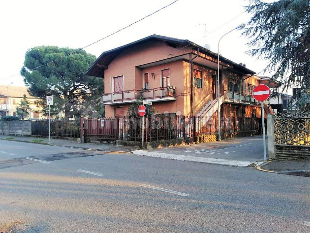 Via Trincea Delle Frasche Desio vendita villa bifamiliare in via emilio salgari 12 desio. da