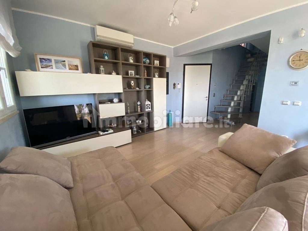 foto  4-room flat Lungomare della Salute 276-e, Fiumicino