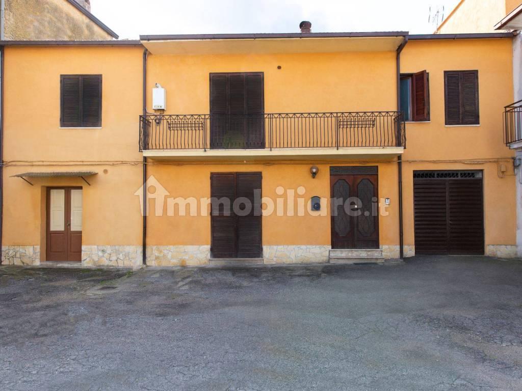 foto  Gebäude via Santa Lucia 29, Riardo