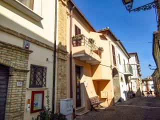 Photo - Single-family townhouse corso Umberto I 106, Pineto