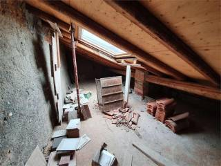 Porzione di casa al rustico ad Appiano Gentile