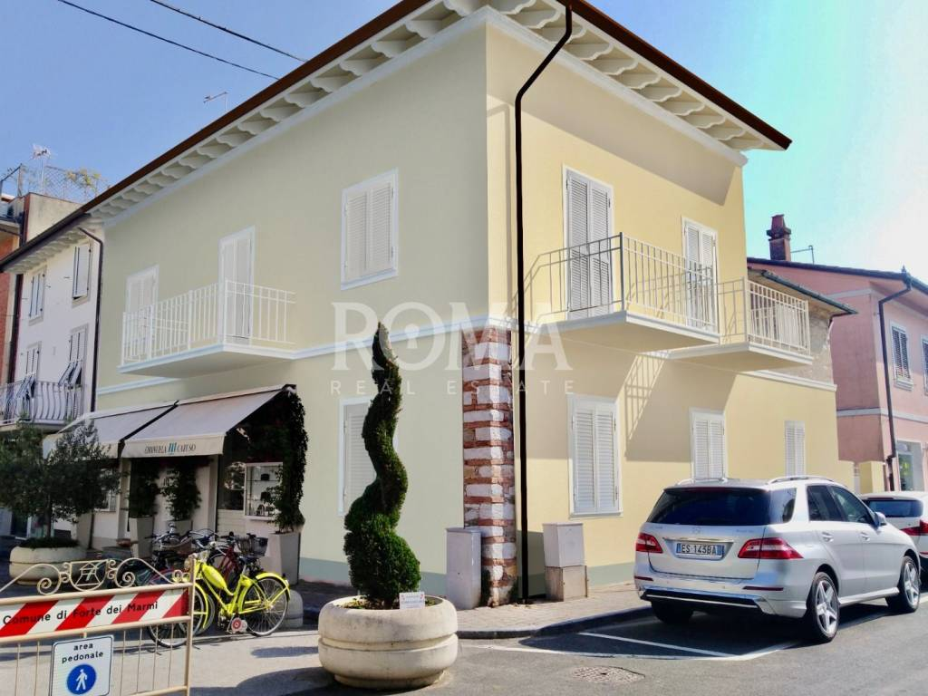 Vendita Appartamento In Via Risorgimento Forte Dei Marmi Da Ristrutturare Primo Piano Terrazza Riscaldamento Autonomo Rif 83982266